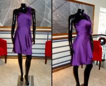 Vestido Morado con un Hombro - La Boutique de la Mariée