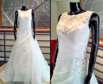 Vestido Escote Redondo Bordado - La Boutique de la Mariée