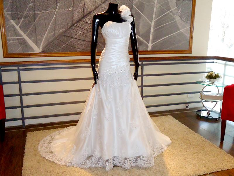 Vestido Pabilo con flores - La Boutique de la Mariée