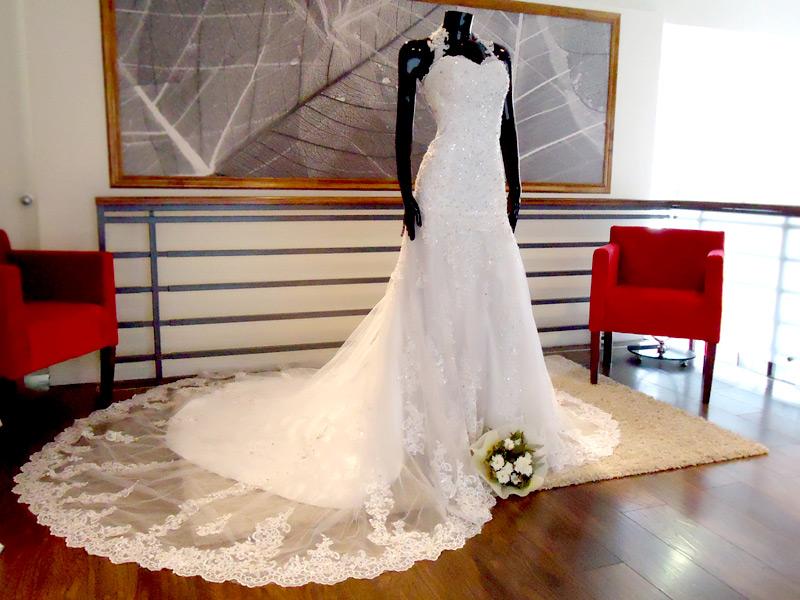 Vestido de novia escote halter - La Boutique de la Mariée